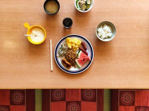 Petit-déjeuner au ryokan Riraku de la ville de Toon, préfecture d'Ehime, Japon