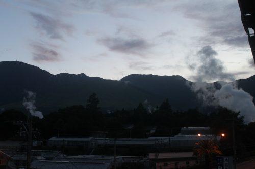 Les vapeurs fumantes de la ville thermale de Beppu, préfecture d'Oita, Japon
