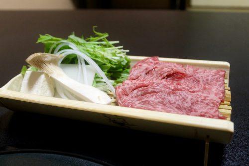 Boeuf de Bungo servi au ryokan Kurodaya dans la ville thermale de Beppu, préfecture d'Oita, Japon