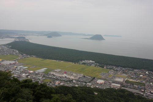 Vue sur la forêt de pins Niji no Matsubara depuis le Mt Kagami à Karatsu, préfecture de Saga, Kyushu, Japon