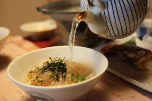 Tai chazuke Ureshino servi au restaurant Wakaeya à Kitsuki, préfecture d'Oita, Kyushu, Japon