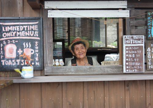 Gérante du café Baby Qoo, Îles de Goto, préfecture de Nagasaki, Kyushu, Japon