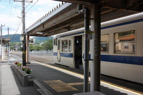 Ligne de train locale à Kawara, préfecture de Fukuoka, Kyushu, Japon