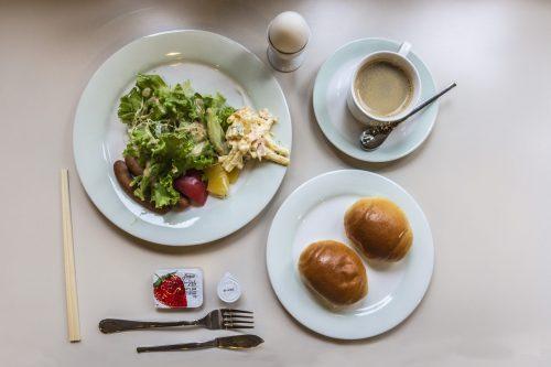 Petit déjeuner de style occidental au Plaza Hotel Sakae à Nakatsugawa, préfecture de Gifu, Japon