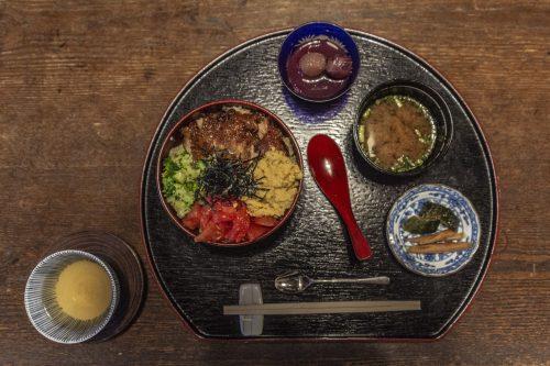 Repas servi au restaurant Agemiya à Nakatsugawa, préfecture de Gifu, Japon