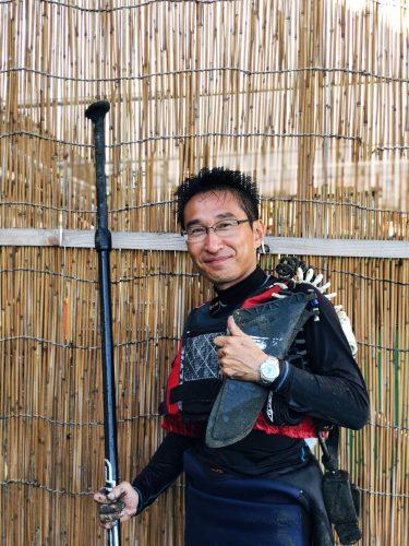 Instructeur de Stand Up Paddle à Enoshima, près de Tokyo, Japon