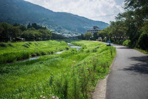 Petite cours d'eau près de Yufuin, préfecture d'Oita, Japon