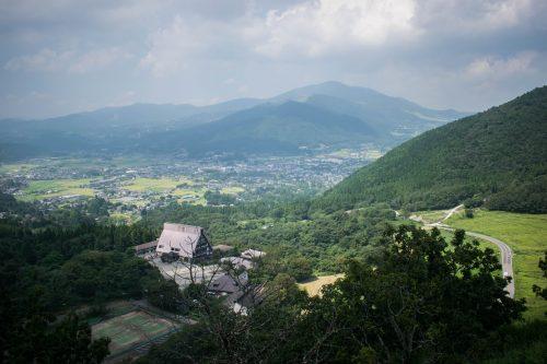 Vue depuis le Mont Yufudake sur la ville de Yufuin, préfecture d'Oita, Japon