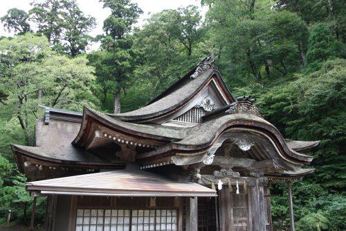 Dans l'enceinte du sanctuaire d'Ogamiyama, au pied du Mt Daisen, préfecture de Tottori, Japon