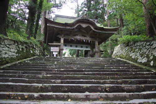 Porte du sanctuaire d'Ogamiyama, au pied du Mt Daisen, préfecture de Tottori, Japon