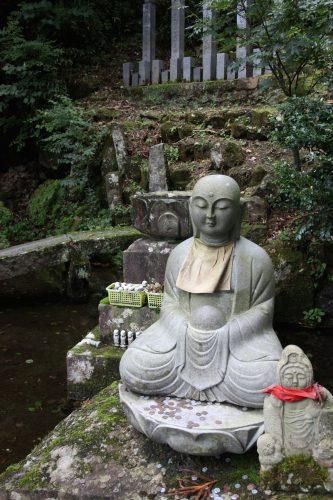 Statue au Daisenji, au pied du Mt Daisen, préfecture de Tottori, Japon