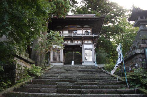 Escaliers menant au temple Daisenji, au pied du Mt Daisen, préfecture de Tottori, Japon