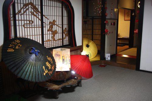 Hall d'entrée du shukubo Sanrakuso au pied du Mt Daisen, préfecture de Tottori, Japon