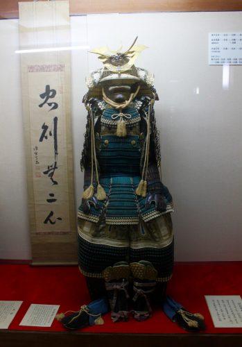 Armure de samouraï au château de Nakatsu, dans la préfecture d'Oita, Japon