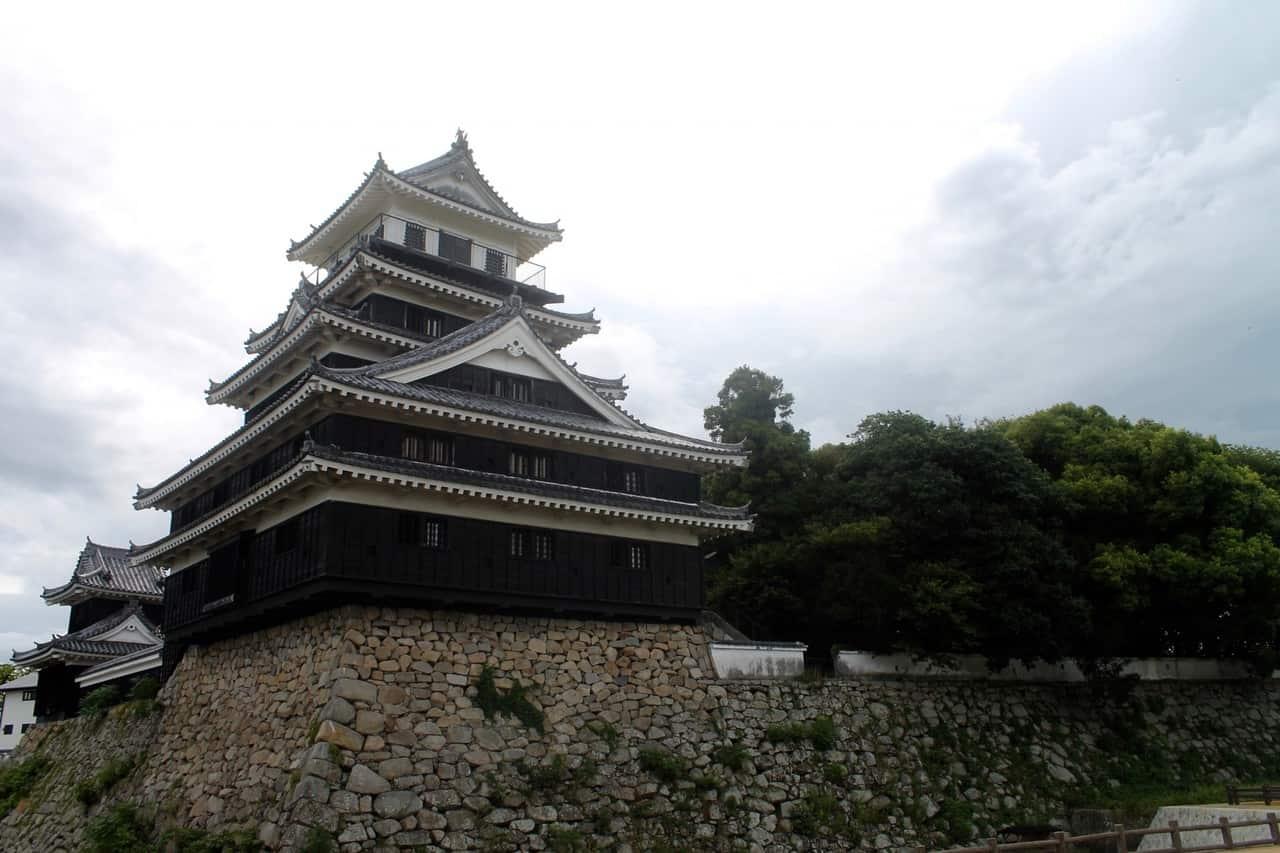 Se promener autour du château de Nakatsu à Kyushu