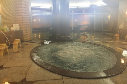 Bain thermal à Kaminoyama Onsen, Tohoku, préfecture de Yamagata, Japon
