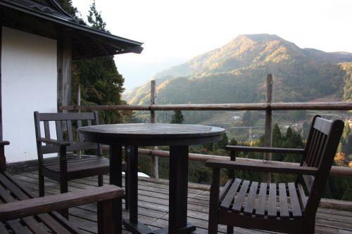 Vue sur les montagnes face au hameau d'Ochiai, vallée d'Iya, Tokushima, Shikoku, Japon