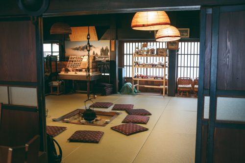 À l'intérieur de l'une des maisons du village de Gokayama, préfecture de Toyama, Japon