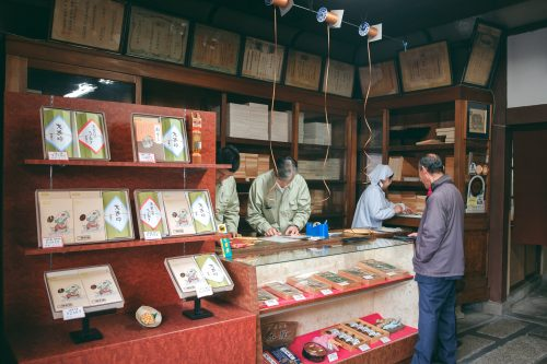 Boutique de funazushi, spécialité de la ville d'Otsu, préfecture de Shiga, près de Kyoto, Japon