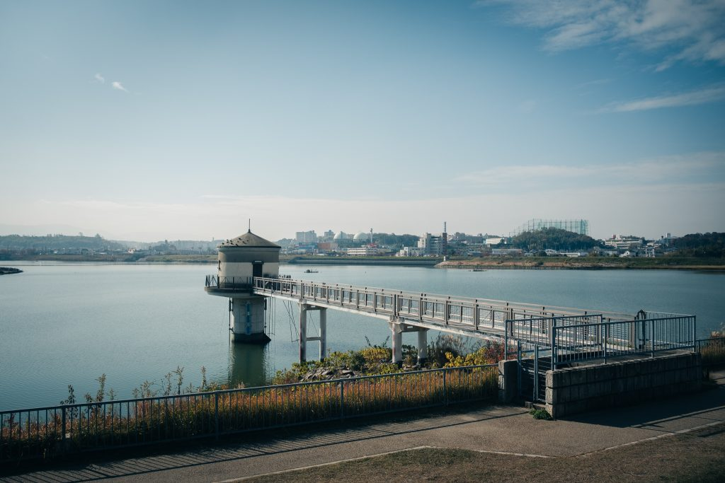 le lac sayamaike à Osaka, l'un des plus vieux lacs artificiels du Japon