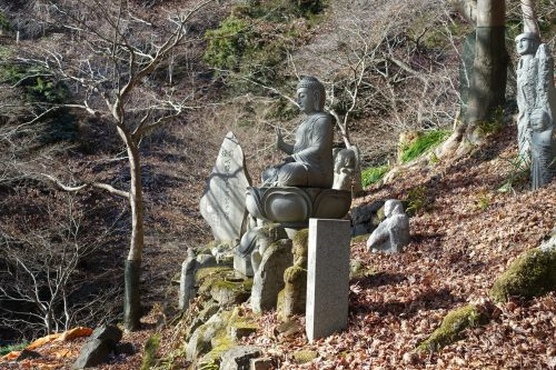 Statue de Bouddha au temple Oyama-dera sur le Mt Oyama, préfecture de Kanagawa, Japon