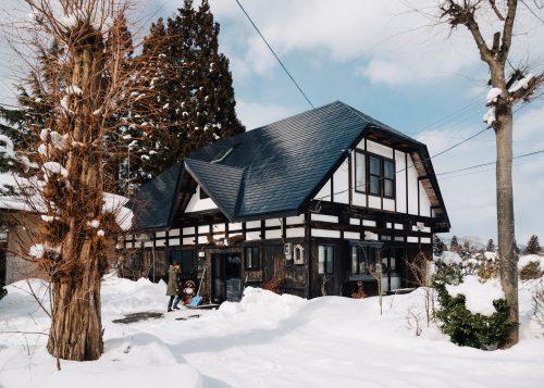 La ferme Iori sous la neige à Semboku, Akita, Japon