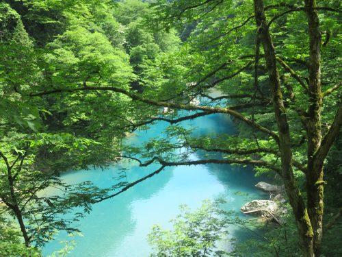 Randonnée estivale dans les gorges de Dakigaeri près de Kakunodate, Senboku, Akita, Japon