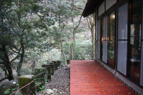 Café dans une maison traditionnelle avec vue sur le paysage à Higashisonogi, préfecture de Nagasaki