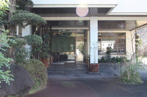 Devanture du ryokan Matsuya à Minamisatsuma, préfecture de Kagoshima, Japon