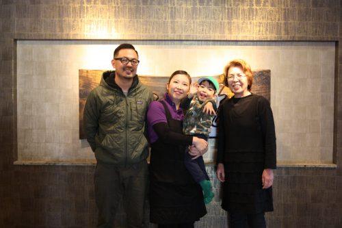 L'accueillante famille à la tête du ryokan Matsuya à Minamisatsuma, préfecture de Kagoshima, Japon