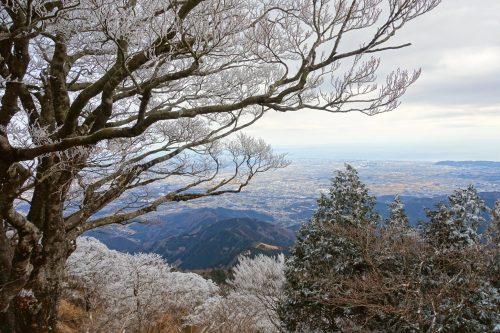 Vue panoramique depuis le sommet des montagnes de la région de Tanzawa-Oyama