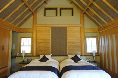 Chambre au design japonais moderne au ryokan Shinsen de Takachiho (Miyazaki, Kyushu)