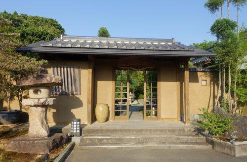 L'entrée traditionnelle du ryokan Shinsen de Takachiho (Miyazaki, Kyushu)