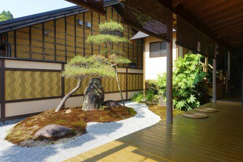 Jardin japonais privatif de la chambre au ryokan Shinsen de Takachiho (Miyazaki, Kyushu)
