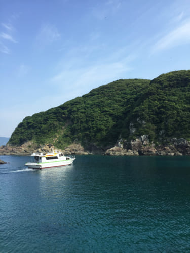 Bateau reliant Fukashima et Yakatajima