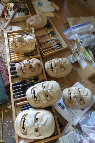 Masques de kagura sculptés mais pas encore peints au studio Amanoiwato Kibori à Takachiho