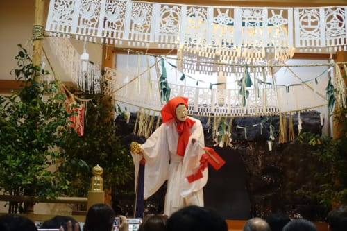 Deuxième acte du kagura de Takachiho : la danse d'Uzume