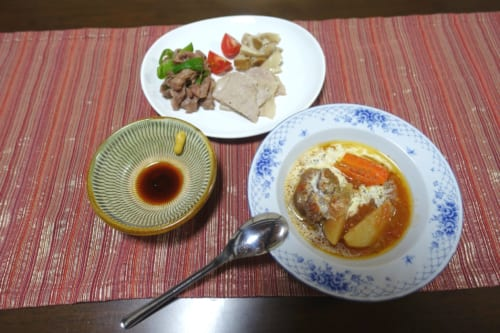 Dîner avec des produits locaux au Minshuku Maroudo, à Takachiho, Miyazaki, Kyushu