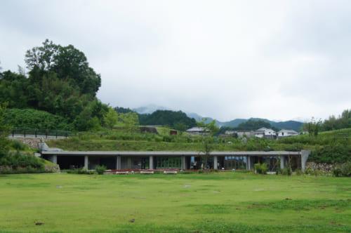 Bâtiment moderne près du kofun de Kitora