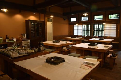 La salle du restaurant Farmer à Ubuyama