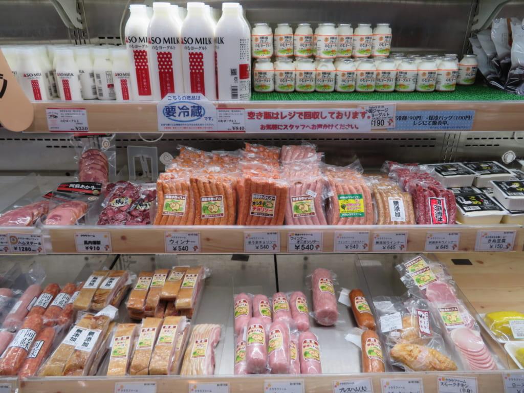 Produits frais en ventre dans la michi-no-eki d'Aso