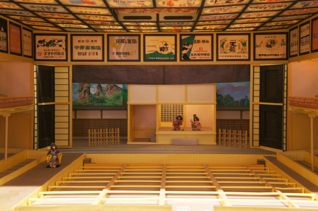 La salle du théâtre Yachiyoza, reproduite en papier