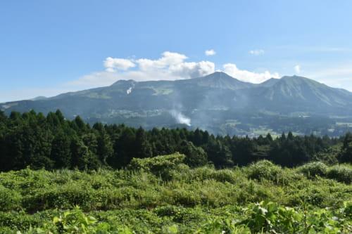 Vue sur les volcans du mont Aso depuis le Ryokan Konomama