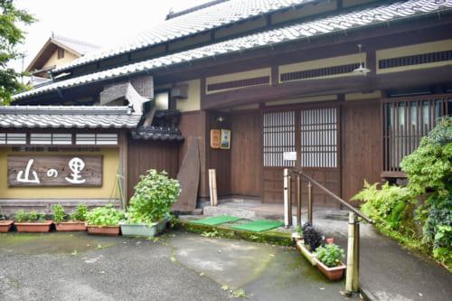 Le Minshunku Yamanosato et restaurant Farmerà Ubuyama, Kumamoto