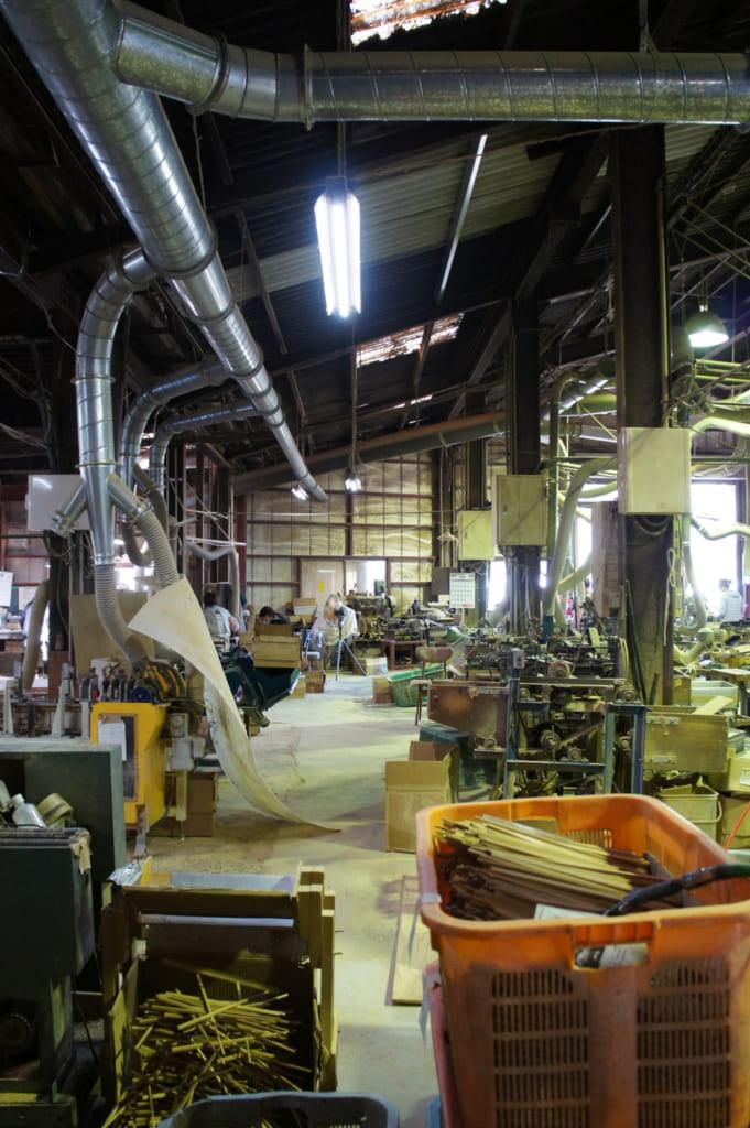 Vue générale de l'usine de baguettes en bambou de Yamachiku