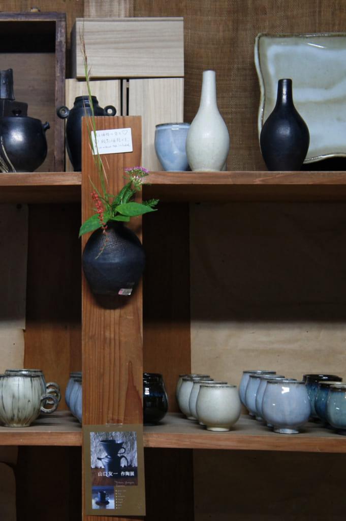 Étagère de l'atelier Shodai yaki Issakigama
