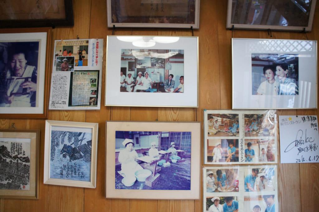 Photographies exposées dans la partie boutique de la fabrique de somen
