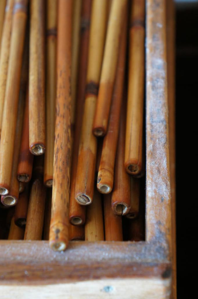 Ustensiles en bambou servant à la fabrication des nouilles somen artisanales