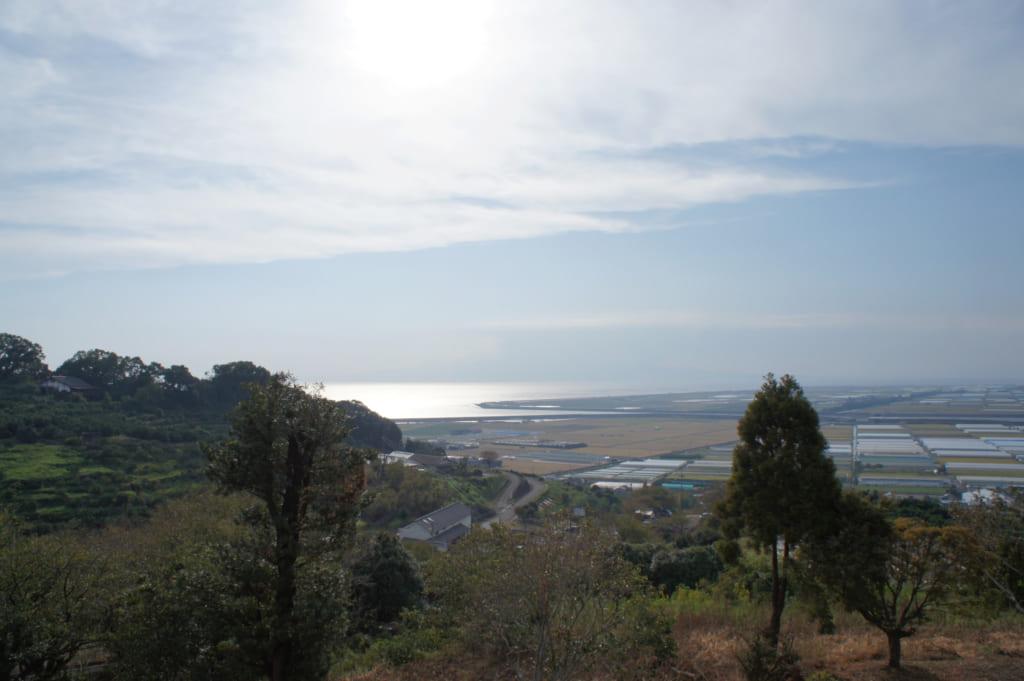 Vue sur la mer d'Ariake depuis le Kusamakura onsen Tensui