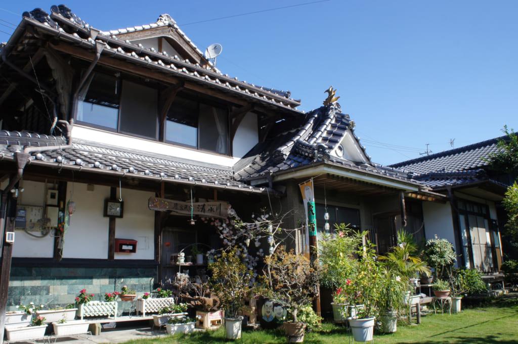 La façade de Sozugawa, la maison des Yonemura à Kikuchi